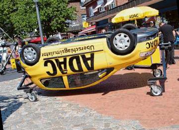 Einen festen Platz bei der Autoschau hat die Freiwillige Feuerwehr Niendorf Foto: kh