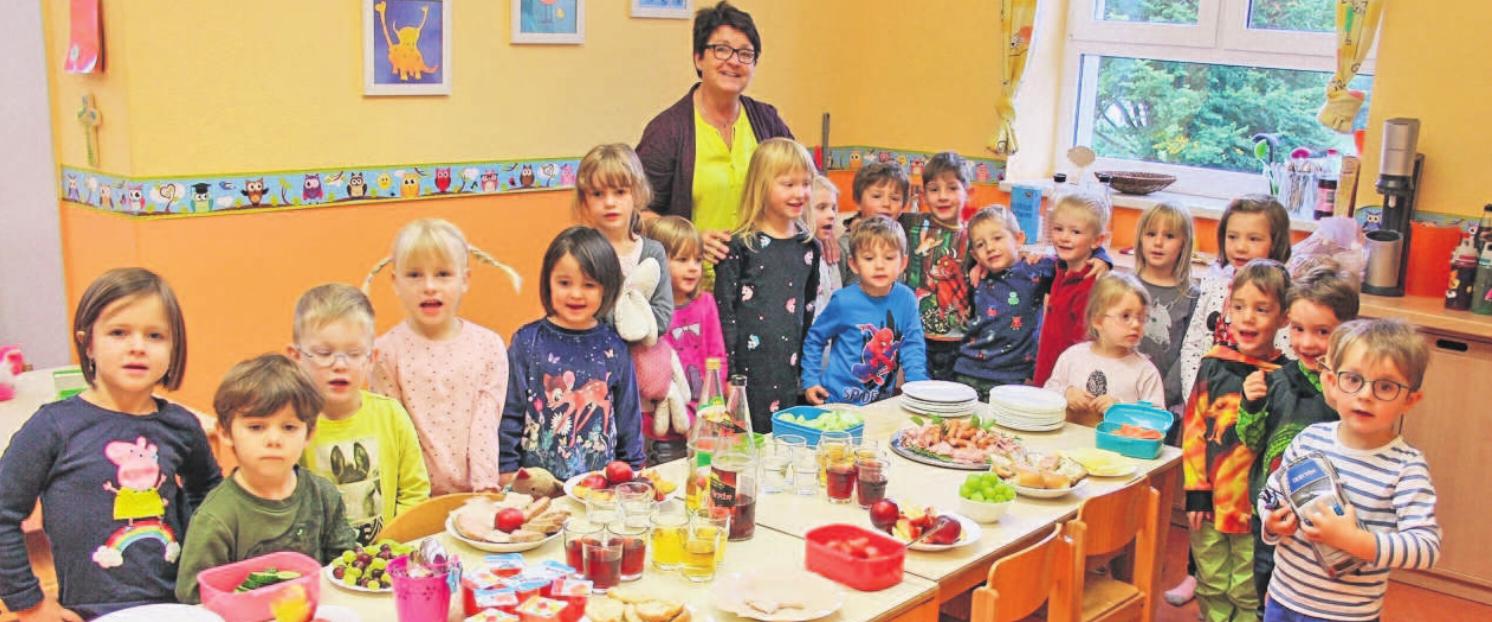 Zum Erntedankfest ist auch der Tisch im Kindergarten reichlich gedeckt. Foto: Helmut Engel