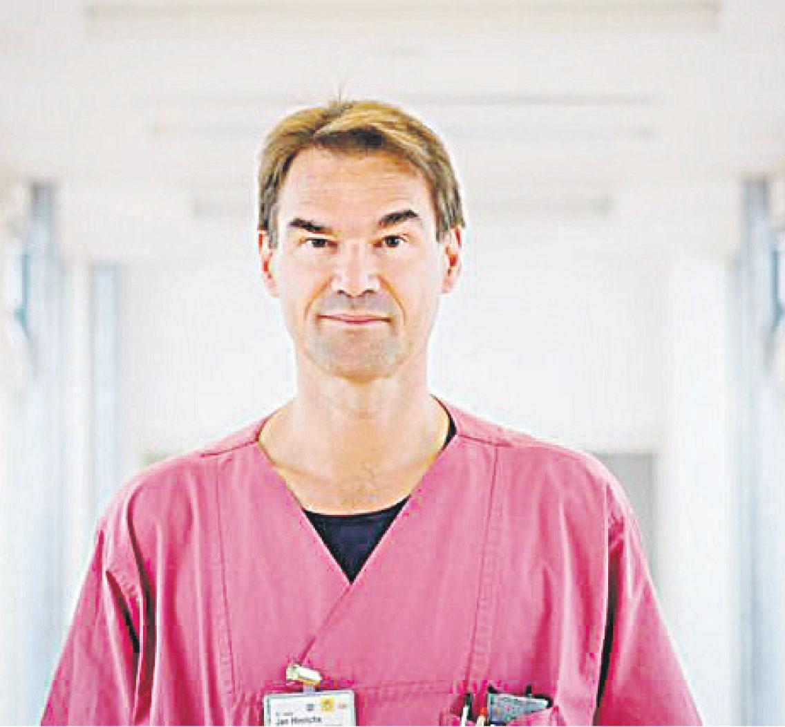 Dr. Jan Hinrichs leitet das Weaningzentrum am Krankenhaus St. Elisabeth und St. Barbara Halle (Saale) FOTOS: ANDREA BERGERT