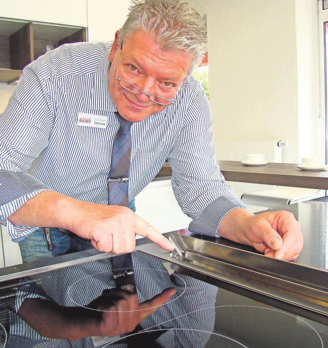 """Fachberater Andreas Mahncke: """"Gute Beratung ist alles, wenn es darum geht, eine Küche zu finden, die Funktionalität, Einrichtungsstil und Wohlgefühl miteinander verbindet. Fotos:Ostseeküchen/Bora"""