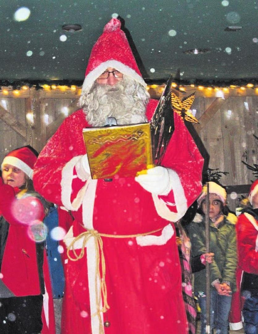 Begehrter Mann: Der Nikolaus wird auch diesmal am Marktleuthener Weihnachtsmarkt im Egerpark vorbeischauen. Foto: Hans Gräf