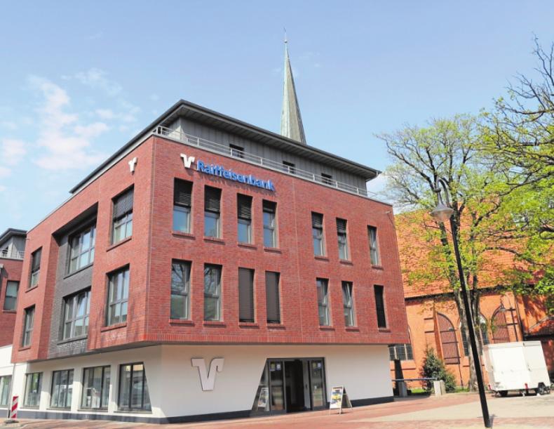 Der Neubau der Raiffeisenbank mit 300 Schließfächern befindet sich im Herzen Schwarzenbeks am Markt 6. Foto: Reitenbach