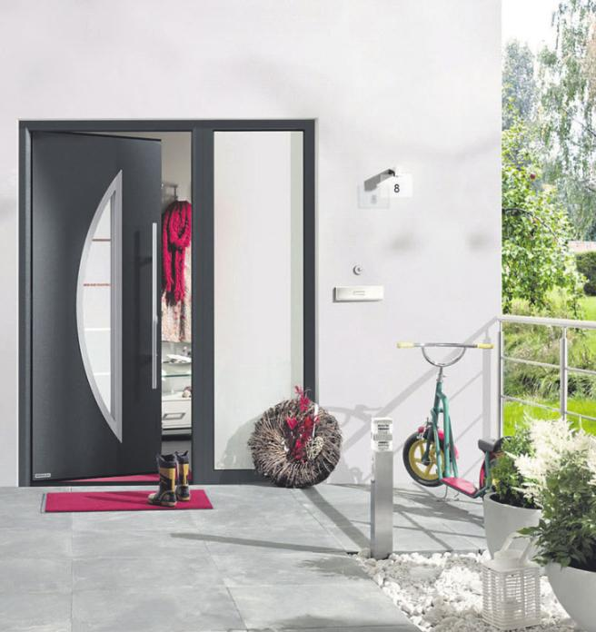 Nach rund 20 bis 25 Jahren empfiehlt sich eine neue Haustür. Sie sollte wärmedämmend, robust, langlebig, sicher sein – und außerdem selbstverständlich gut aussehen.