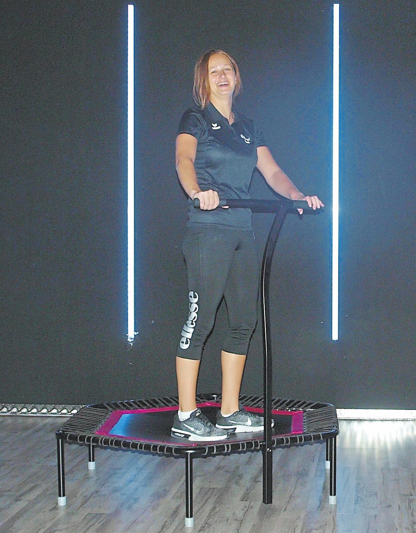 """Auch den neuen Fitnesstrend """"Jumping"""" bietet das """"Feel Fit"""" im Kursbereich an."""