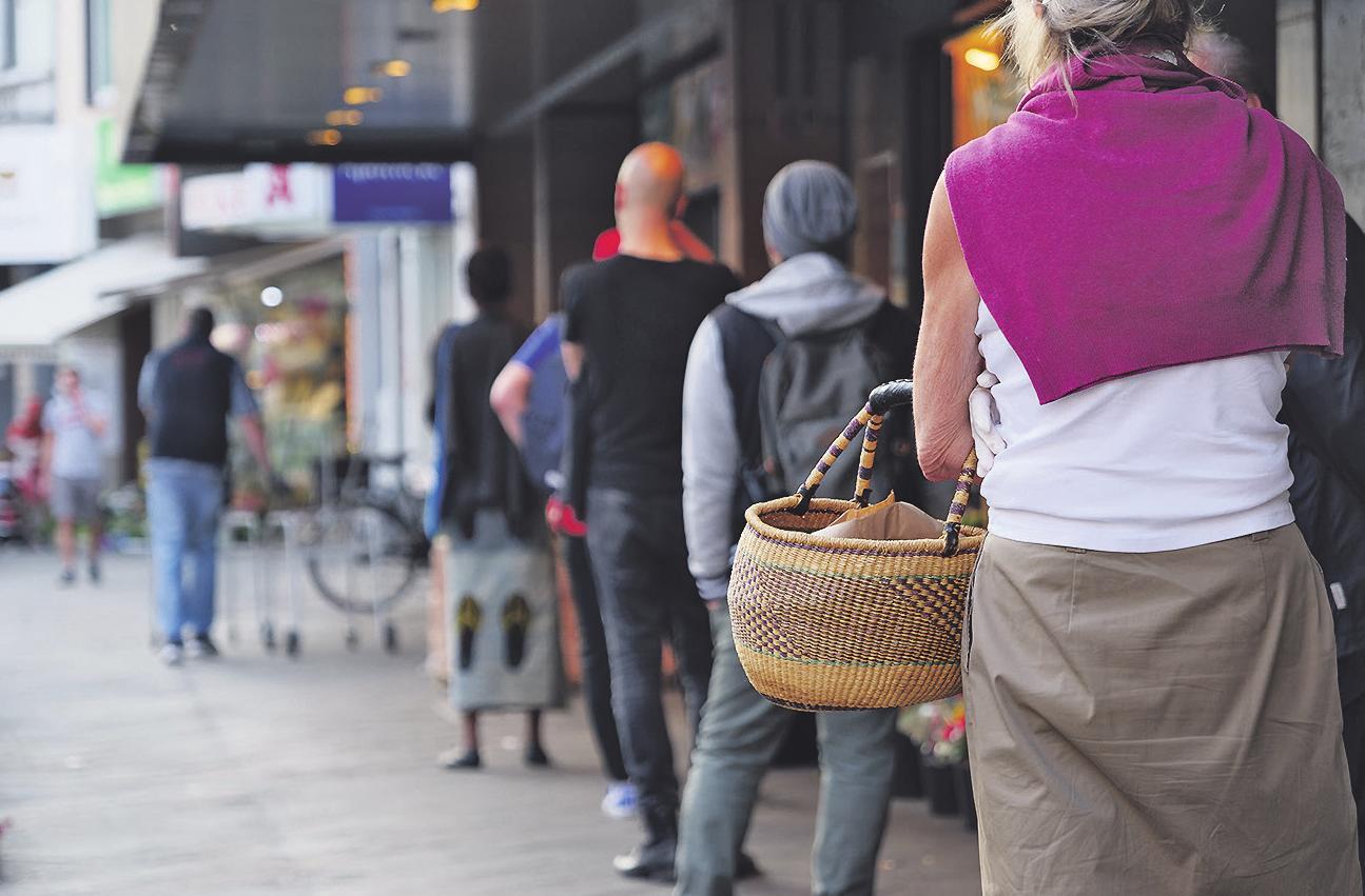 Abholung vor Ort – natürlich mit entsprechendem Abstand Bild: Peeradontax/stock.adobe.com