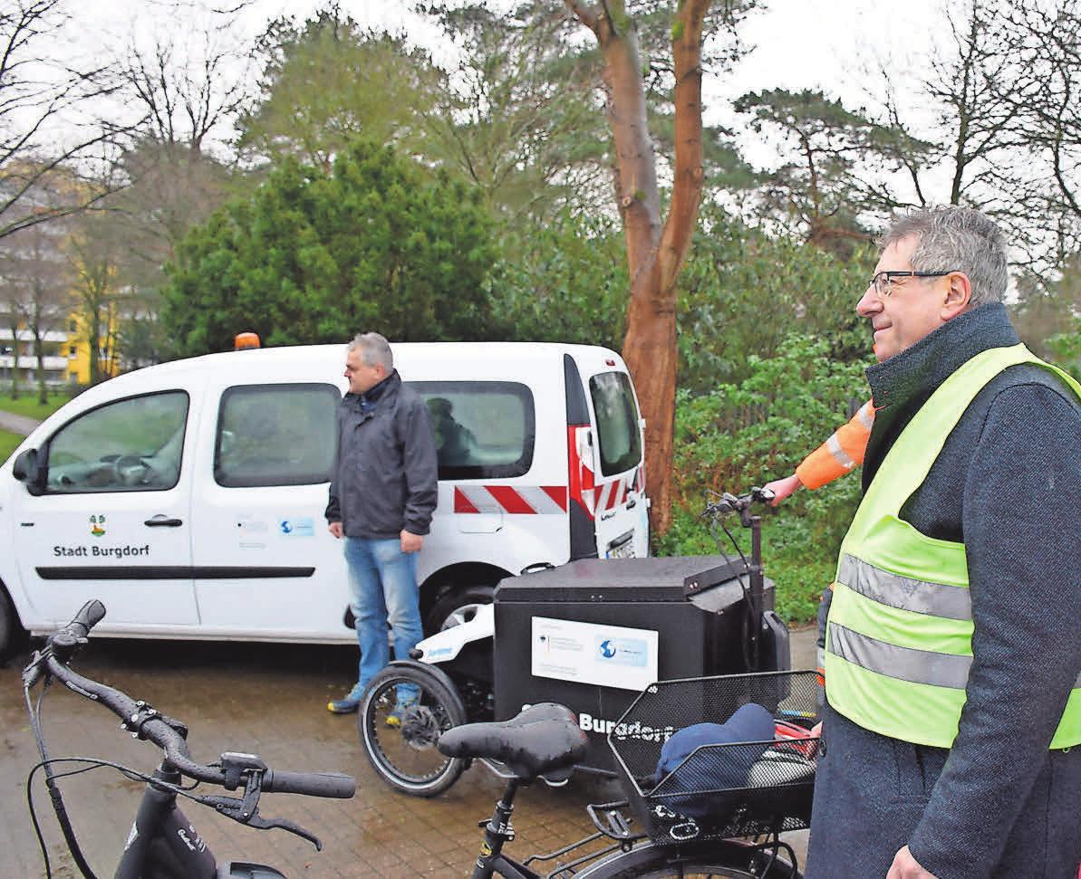 Im Februar hat die Stadt ein Lastenfahrrad und ein Pedelec für Mitarbeiter des Bauhofs und der Kläranlage angeschafft. Foto: Joachim Dege