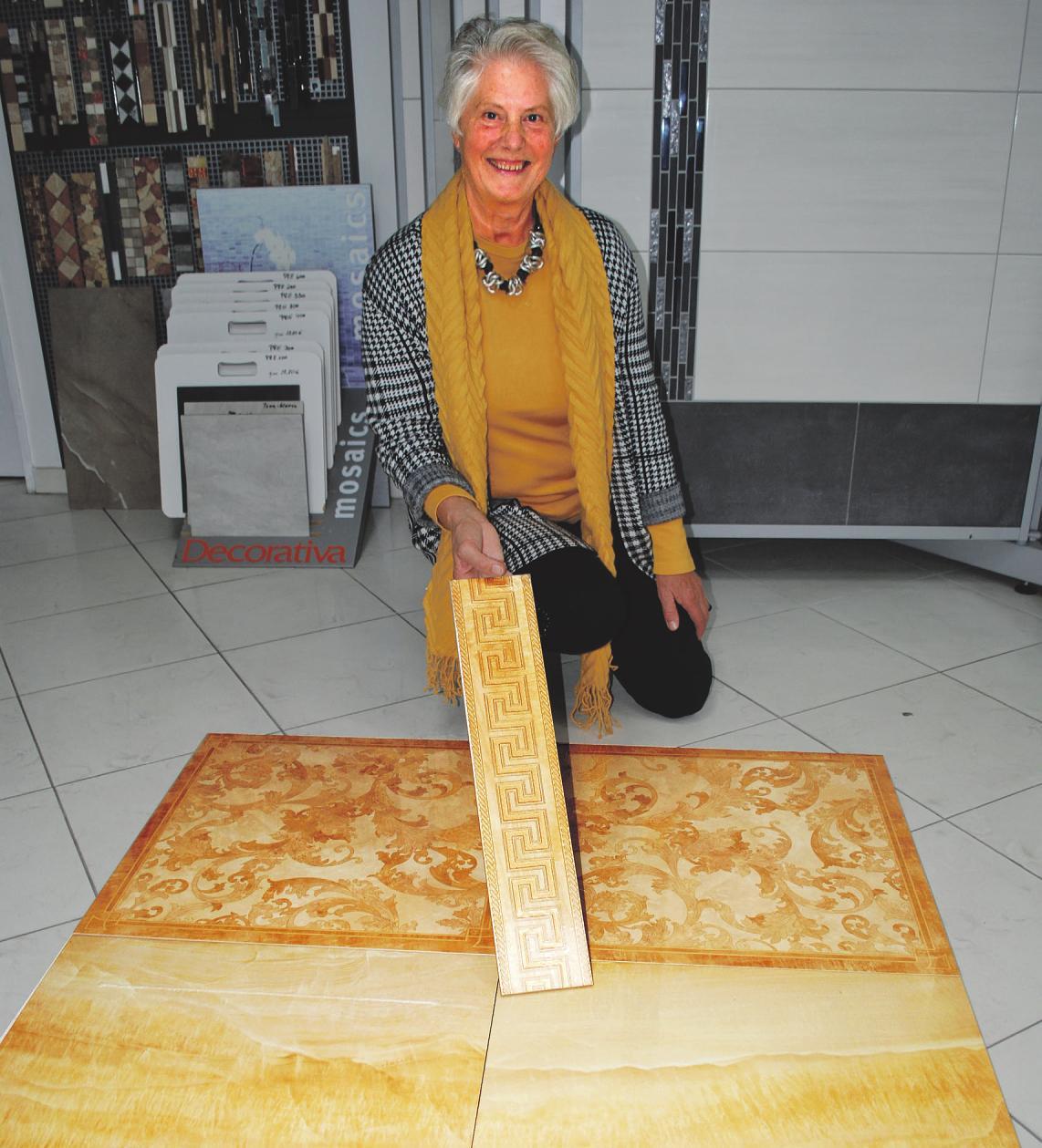 Original Versace-Fliesen, hier Modell Marble, halten Einzug in deutschen Wohnungen: Heidrun Kretzschmar kombiniert diese mit Bordüren, die mit echtem Gold verschönert wurden. Fotos: Tina Jordan