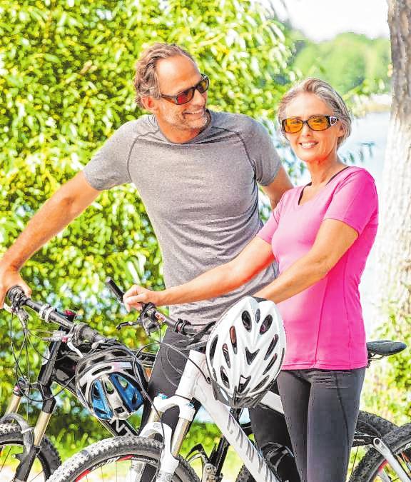 Blendfreie Sicht im Fahrradsattel: Spezielle Brillen entlasten die Augen. BILD: DJD/ESCHENBACH OPTIK