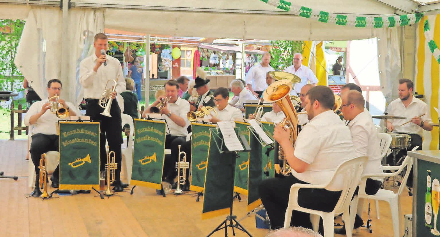 Die Kornhäuser Musikanten begleiten das Katenser Schützenfest musikalisch.