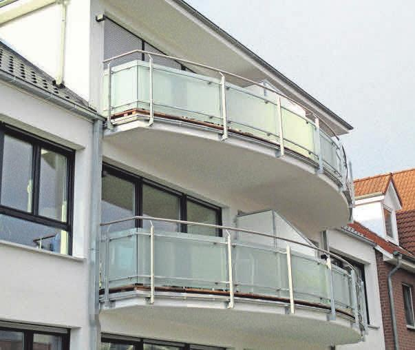 Mit ästhetischen Balkongeländern werden Häuser aufgewertet.