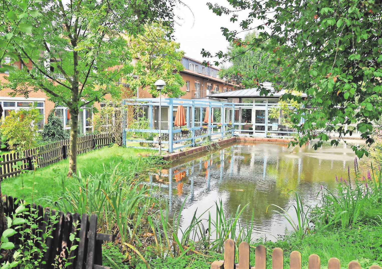 Das Haus Rosenpark besticht durch eine wunderschöne Gartenanlage.