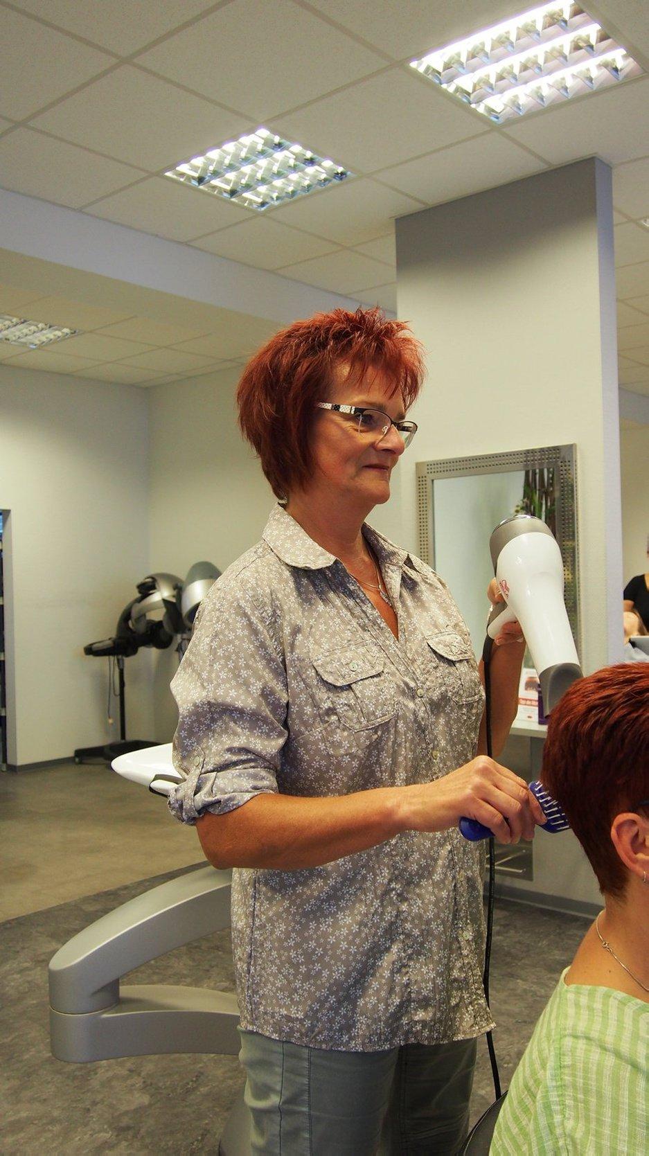 Einige der sympathischen Kolleginnen des insgesamt 58-köpfigen Teams der Ihr Friseur Dessau GmbH.