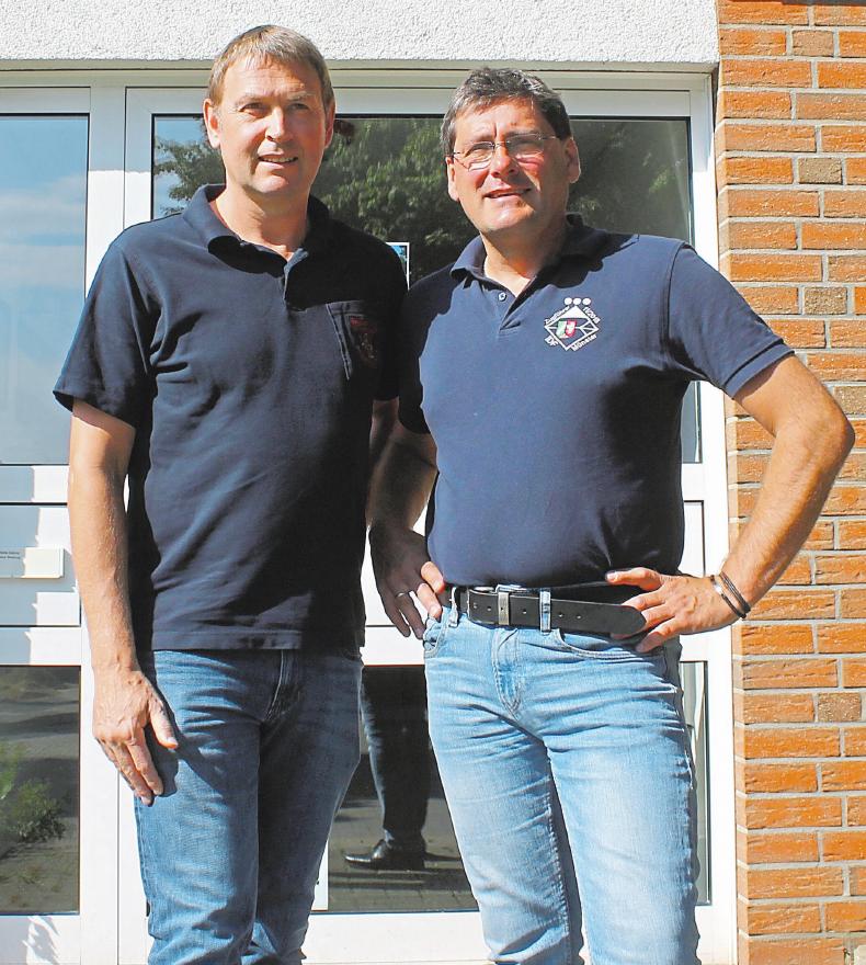 Löschzugführer Dirk Siepmann (links) und sein Stellvertreter Hendrik Wehmeier sind seit über 31 Jahren bei der Freiwilligen Feuerwehr. Vor zwei Jahren haben sie die Leitung des Löschzugs übernommen. Fotos: abi