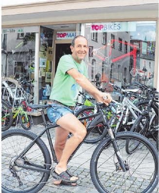 """Weitere Preise: Je zwei sportliche E-Bikes der Marke Cube und Acid-Pro im Wert von je 2400 Euro, des Weiteren zwei hochwertige Mountainbikes """"Cube Race One"""" , im Wert von je 1199 Euro. Gesponsert von Tribike Ravensburg."""