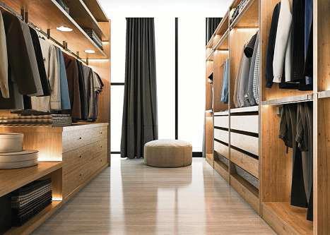 Kleidung für jeden Anlass: Im Ankleidezimmer ist ausreichend Platz.FOTO:DU26978/ISTOCK