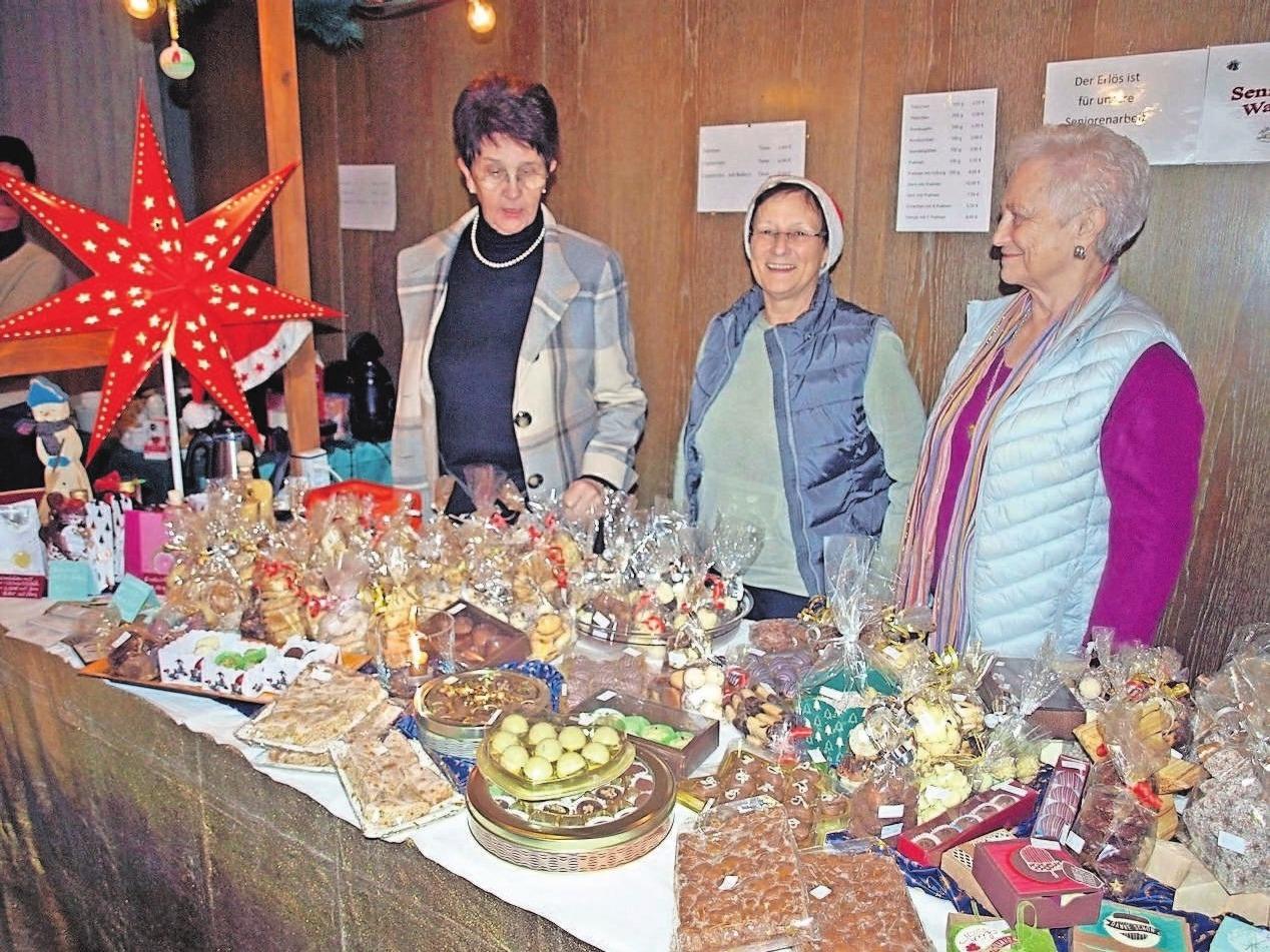 Weihnachtliche Leckereien werden auf dem Markt angeboten.