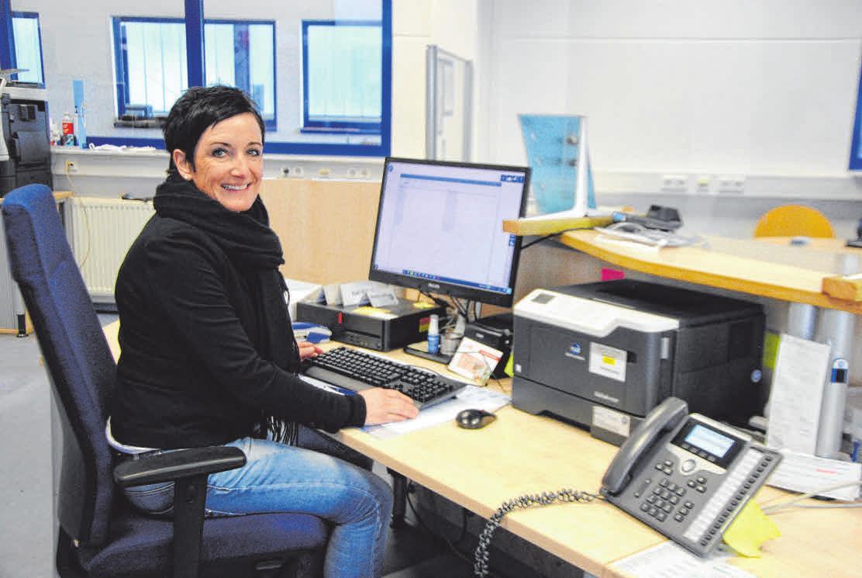 Sabine Rössig kümmert sich im Büro um alle organisatorische Angelegenheiten. FOTO: NIC