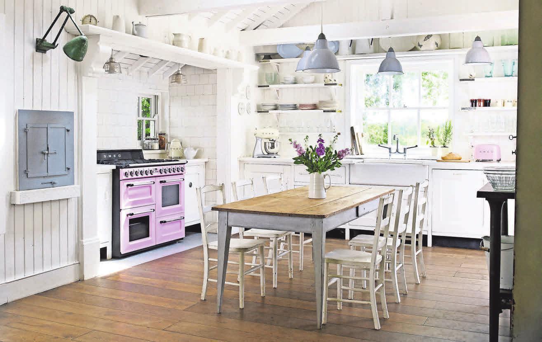 Herd als Eyecatcher: Der Standherd von SMEG zaubert Frische in die Küche. Foto:pressloft