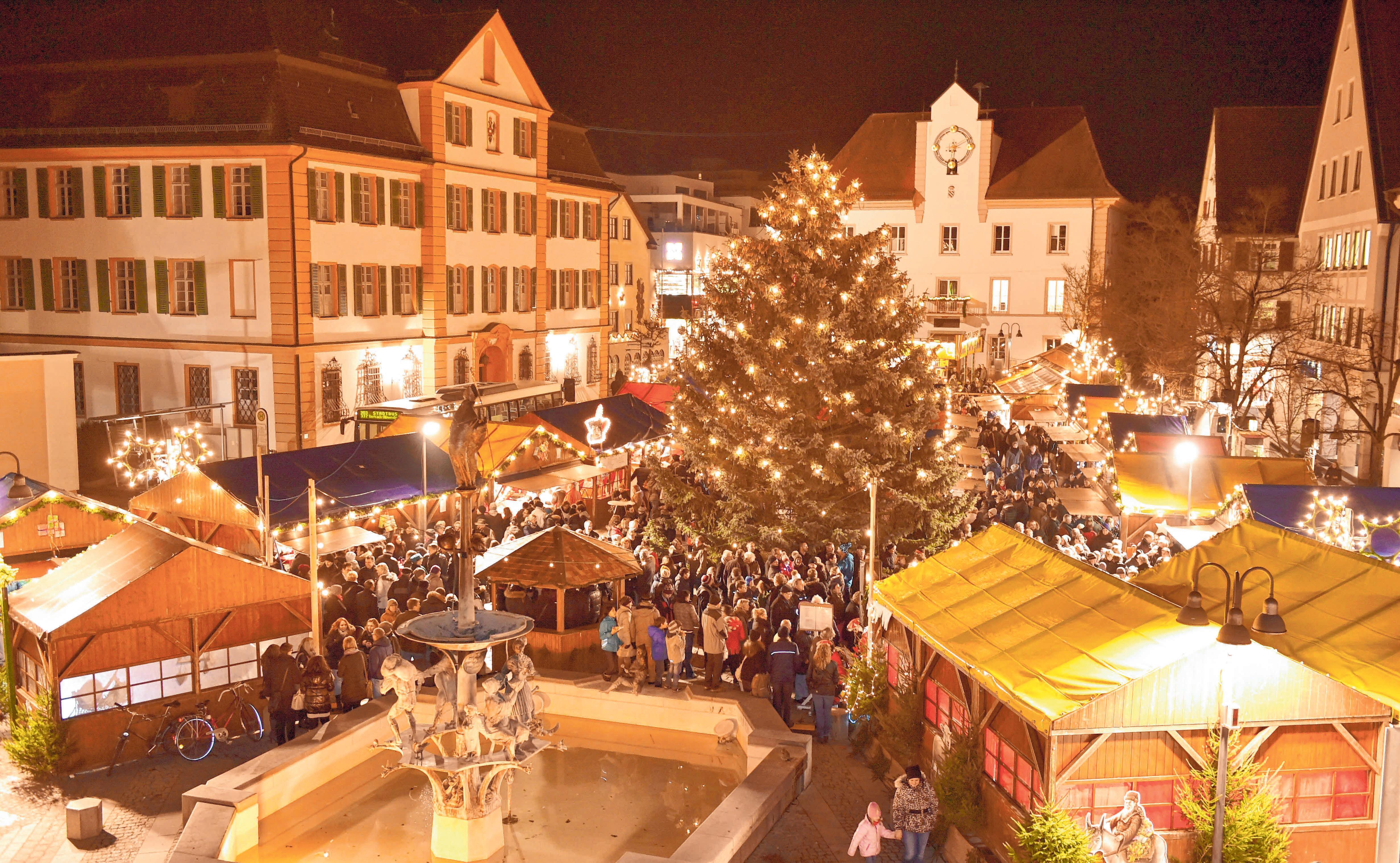Der Ehinger Weihnachtsmarkt wird wieder viele Besucher anlocken. FOTOS: STADT EHINGEN