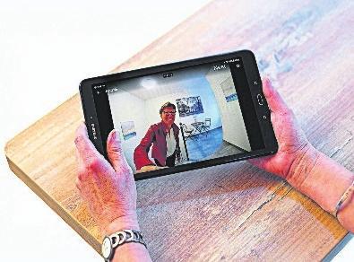 Mit modernen Smart-Home-Technologien lässt sich das eigene Zuhause zum sicheren Hafen machen. Insellösungen dagegen bieten in der Regel keine ausreichende Sicherheit. FOTO: DJD/SCHÜT-DUIS/TOBIAS TRAPP