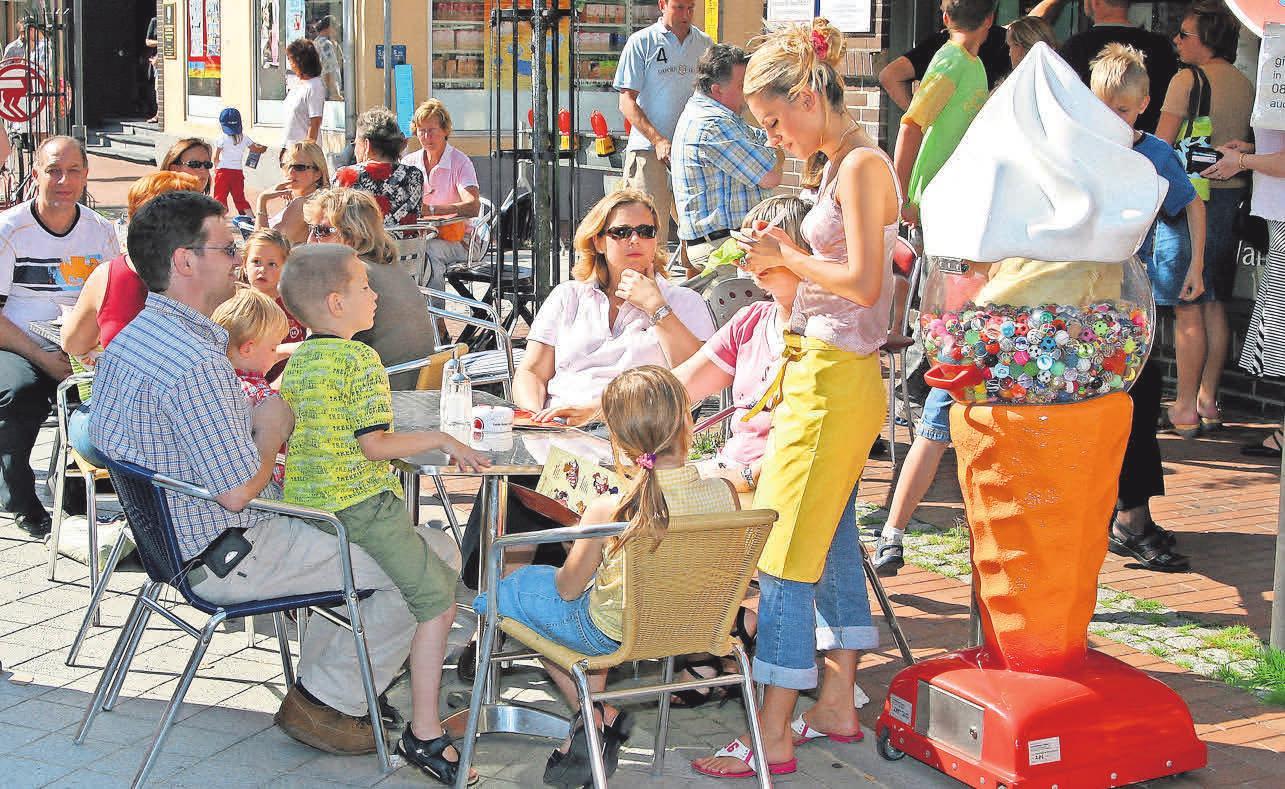 Auch die Café- und Restaurantbetreiber laden ihre Gäste am Verkaufsoffenen Sonntag zum Verweilen ein.