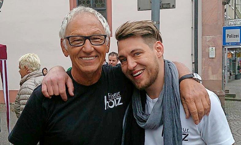 Vater Rudi Holz (li.) übergab an Sohn Marco Holz.