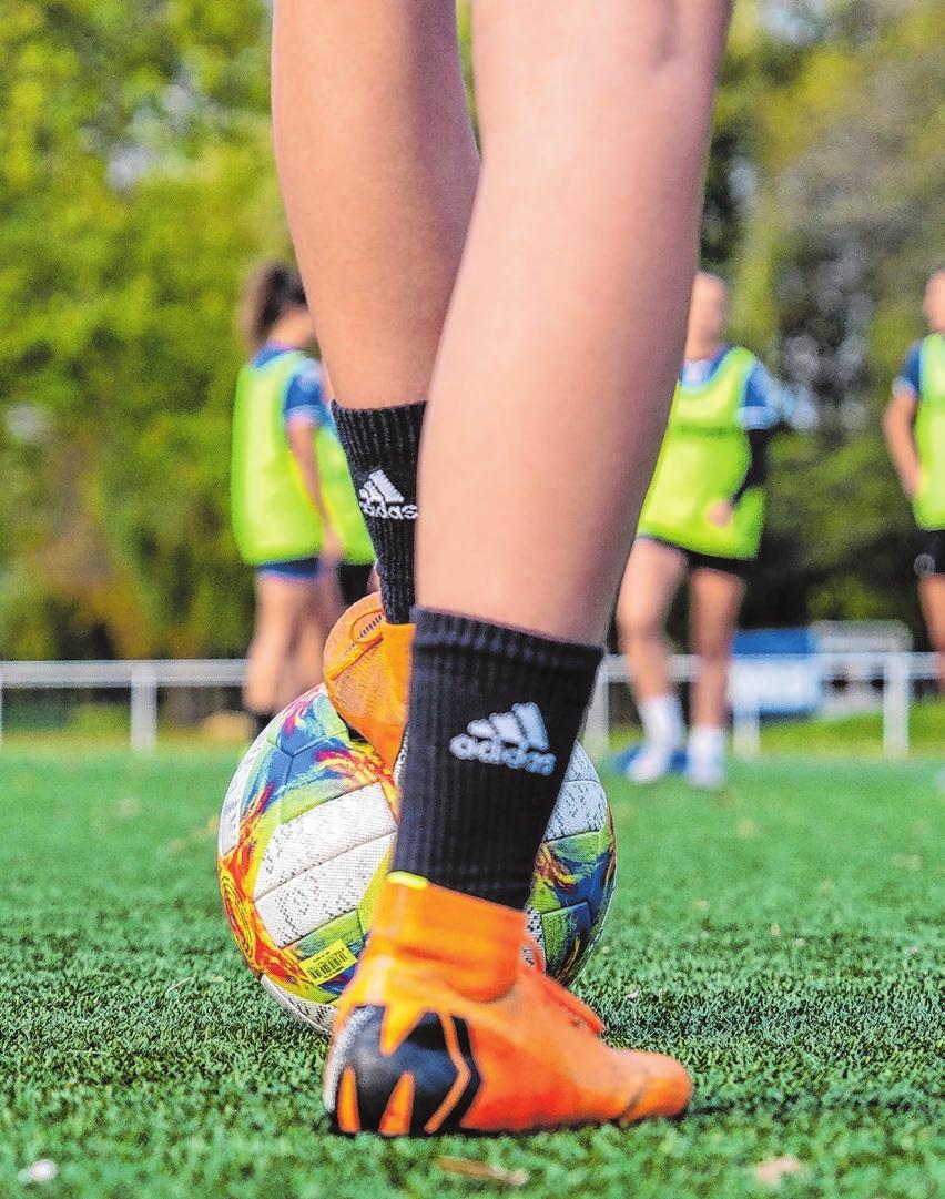 Teamsportarten wie Fußball machen sich im Lebenslauf immer gut. Foto: dpa