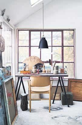 3 Gekonnt umgesetzter Atelierstil mit dem Stuhl NO 1 in Eiche von Fritz Hansen. (fritzhansen.com)