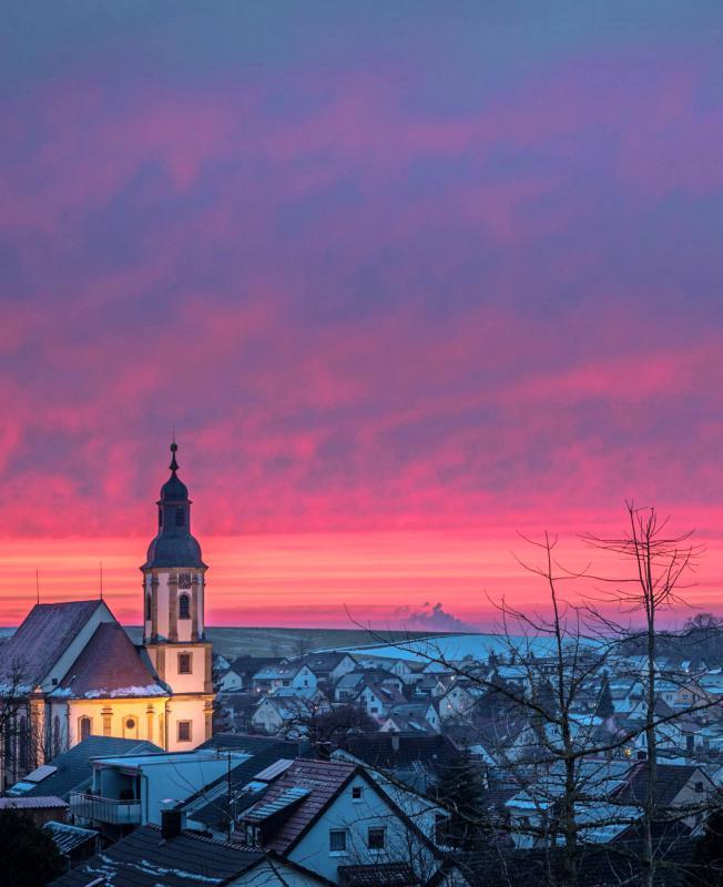 Die Winterstimmung mit St. Dionysius stammt von Gerhard Hölzel.