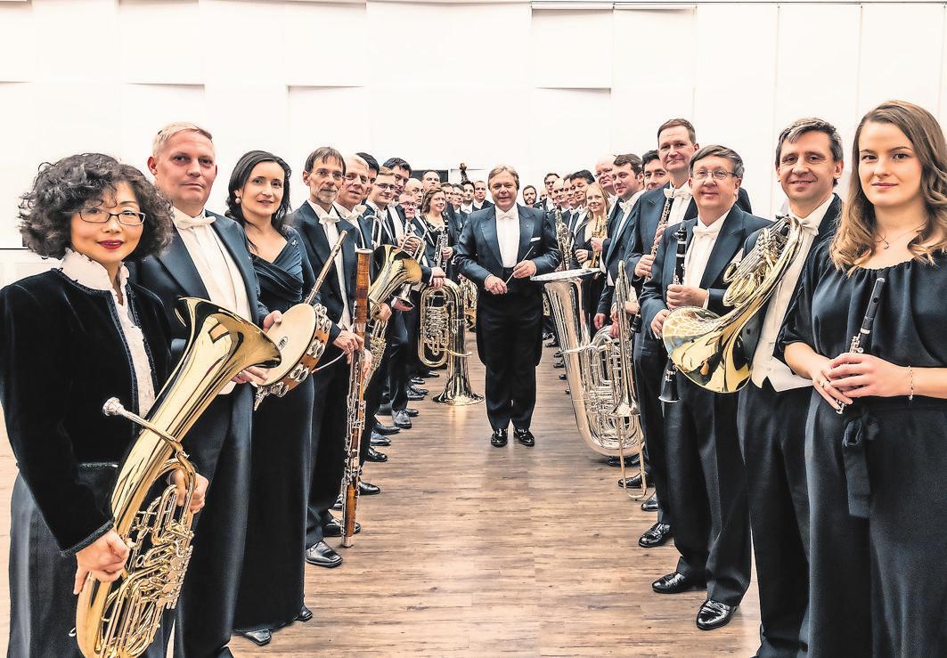 Die Sächsische Bläserphilharmonie mit Chefdirigent Thomas Clamor Foto: Christian Kern