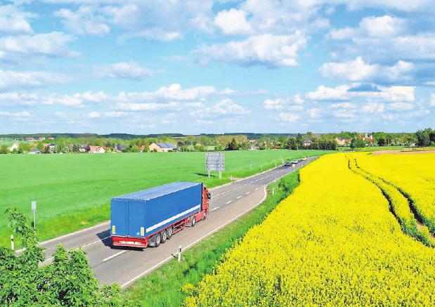 Arbeit mit Perspektive: Das Transportwesen braucht Mitarbeiter. Foto: Andreas Hermsdorf, pixelio.de