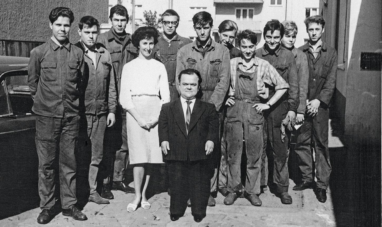 Das Team 1966. Mitte: Mechanikerlegende Hermann Becker. Fotos: Zweirad Schae