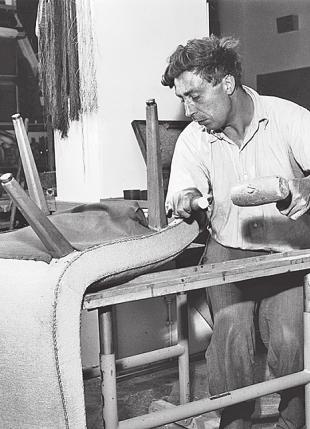 Im Laufe der Zeit wurden viele behinderte Menschen in der Tischlerei eingesetzt Foto: Elbe-Werkstätten