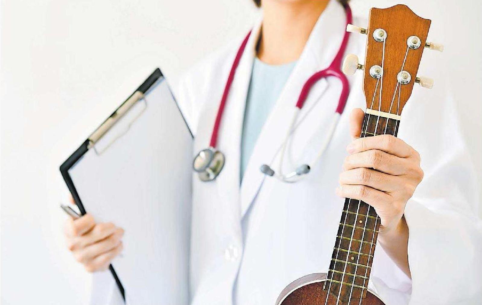 """Gitarre quasi ärztlich verordnet: der Kurs """"Mal' mal Musik"""" im Westpfalz-Klinikum in Kaiserslautern unterstützt junge Patienten bei der Genesung. FOTO: ARTFULLY-79/STOCK.ADOBE.COM"""