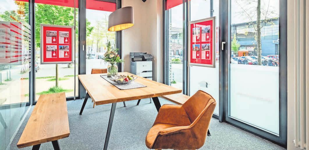 Platz für vertrauensvolle Kundengespräche in moderner Ausstattung.