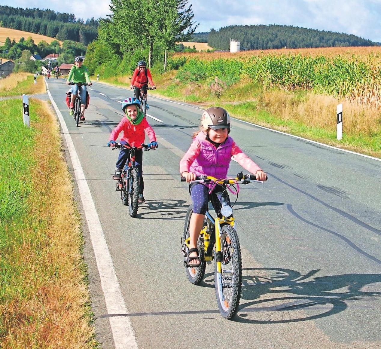 Auch für Familien ist das Kleinschwarzenbacher Volksradfahren stets ein Erlebnis. Fotos: wb