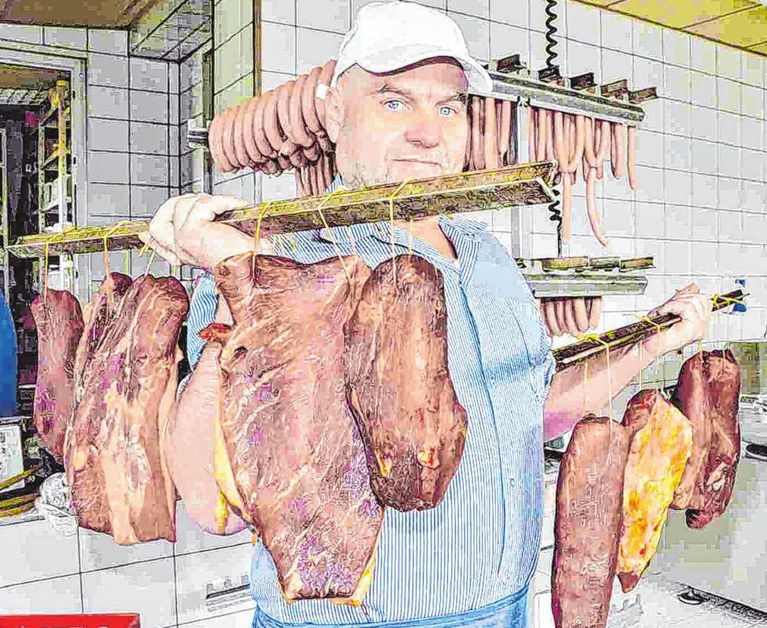 Fleischermeister Lutz Lehmann vom Landschlachthof in Heinersdorf präsentiert seinen Betrieb und seine Produkte. Foto: Landschlachthof Lehmann