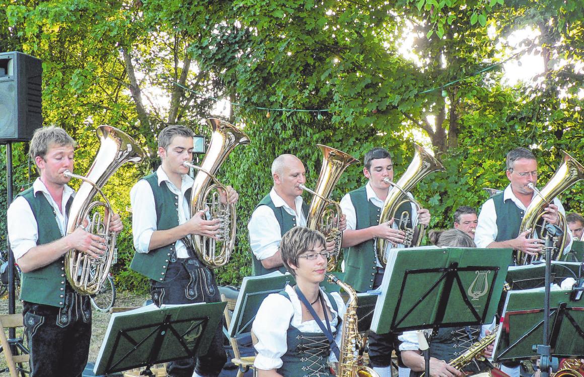 Die Musikanten aus Ahausen spielen zum Feierabendhock am freitag. FOTO: SCHUSTER