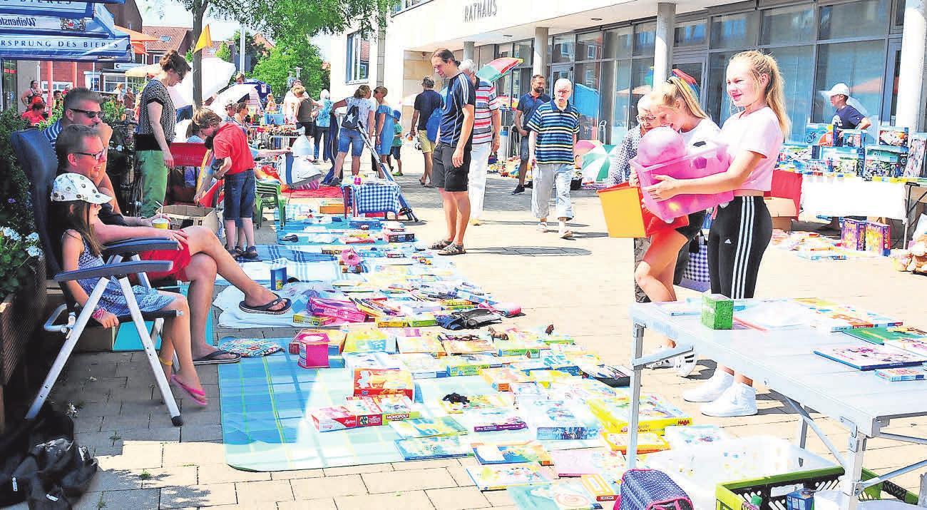 Bei einem Kinderflohmarkt auf dem Rathausplatz können Jungen und Mädchen im Rahmen des Ferienpasses am Sonnabend, 10. August, ihre alten, aber noch gut erhaltenen Spielsachen verkaufen.