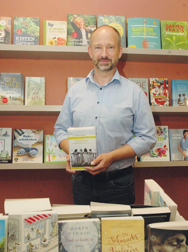 """Jan Börns von der Rellinger Buchhandlung """"Lesestoff"""" hat für jeden Geschmack das passende Buch Foto: Kuno Klein"""