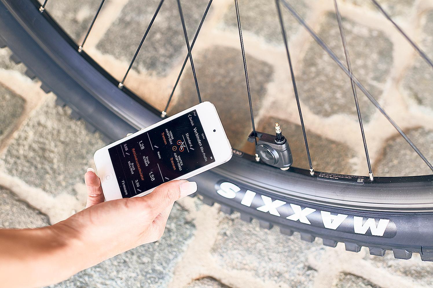 Technik wie beim Auto: Das Reifendruckkontrollsystem Airspy übermittelt den Luftdruck an eine App.