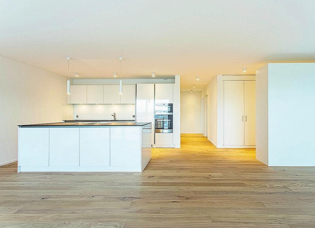 Der attraktive Innenausbau mit edlen Materialien und qualitativ hochstehenden Geräten sowie die hellen Räume machen die Wohnungen sehr hochwertig. Bilder: PD