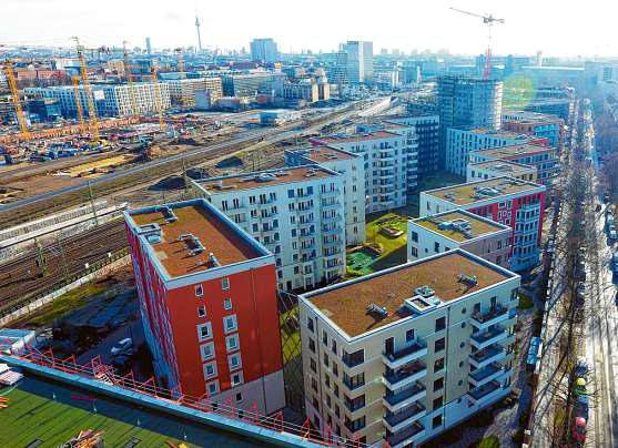 """Auffällige Architektur: """"Cube Berlin"""" auf dem Washingtonplatz vor dem Hauptbahnhof. GROTH GRUPPE (3)"""