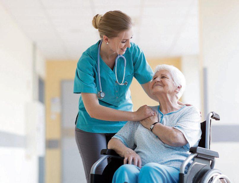 Von der Geburt bis zum Sterbebett – in allen Phasen menschlichen Lebens spielt Pflege eine zentrale Rolle. Bild: pikselstock/stock.adobe.com