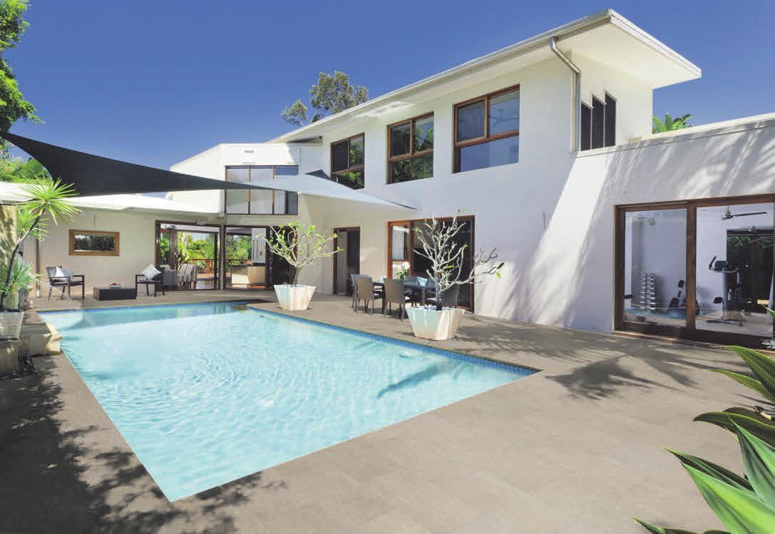 SICHER UND ROBUST: Keramik-Terrassendielen sind rutschhemmend und halten jeder Belastung stand.