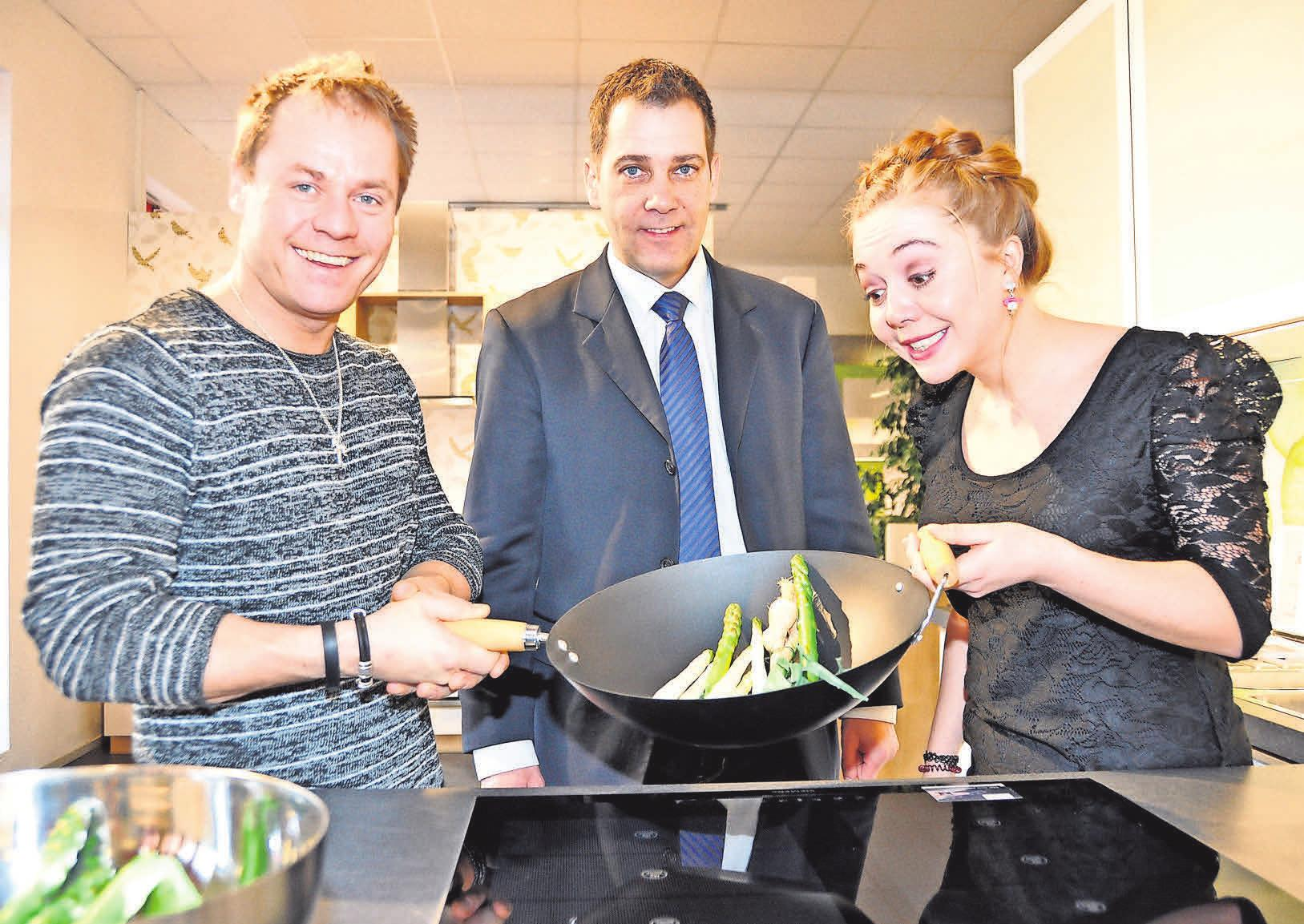 Die Schauspielergeschwister Joanna und Dustin Semmelrogge waren bei ihrem letzten Gastspiel in Hannover auch bei Andreas Rönsch (Mitte) zu Besuch.