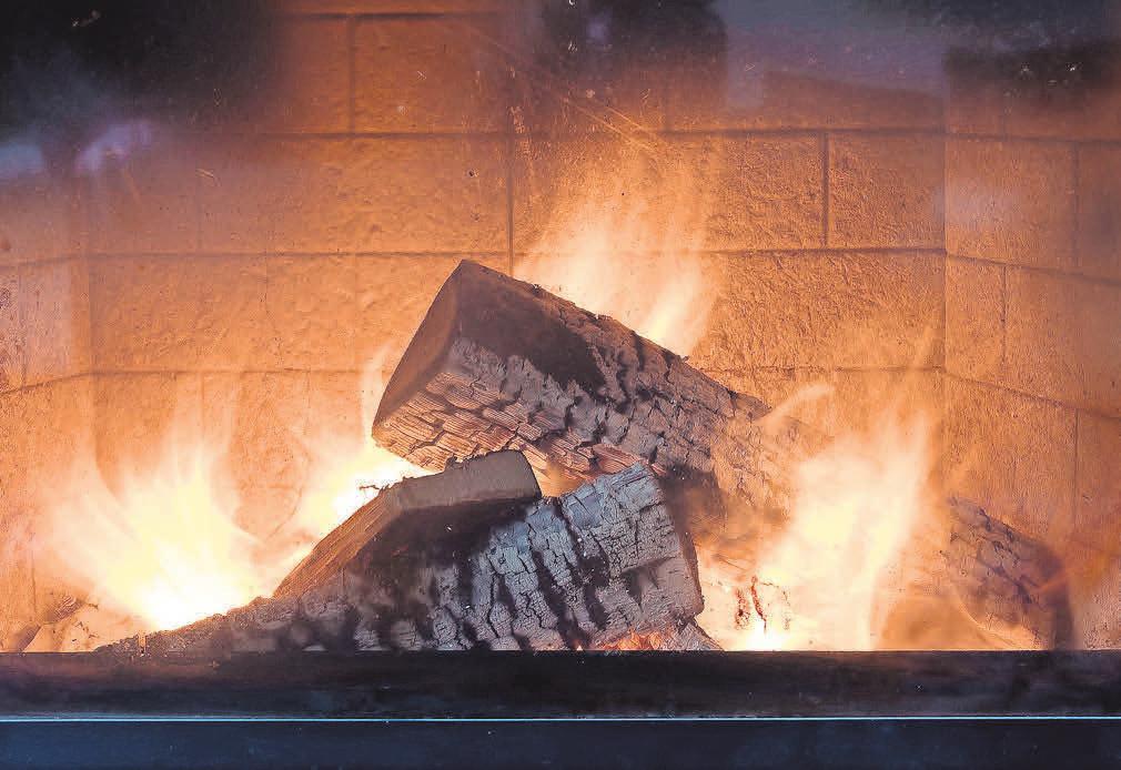 Die Flammen und Holzscheite wirken authentisch. Foto: Pixabay