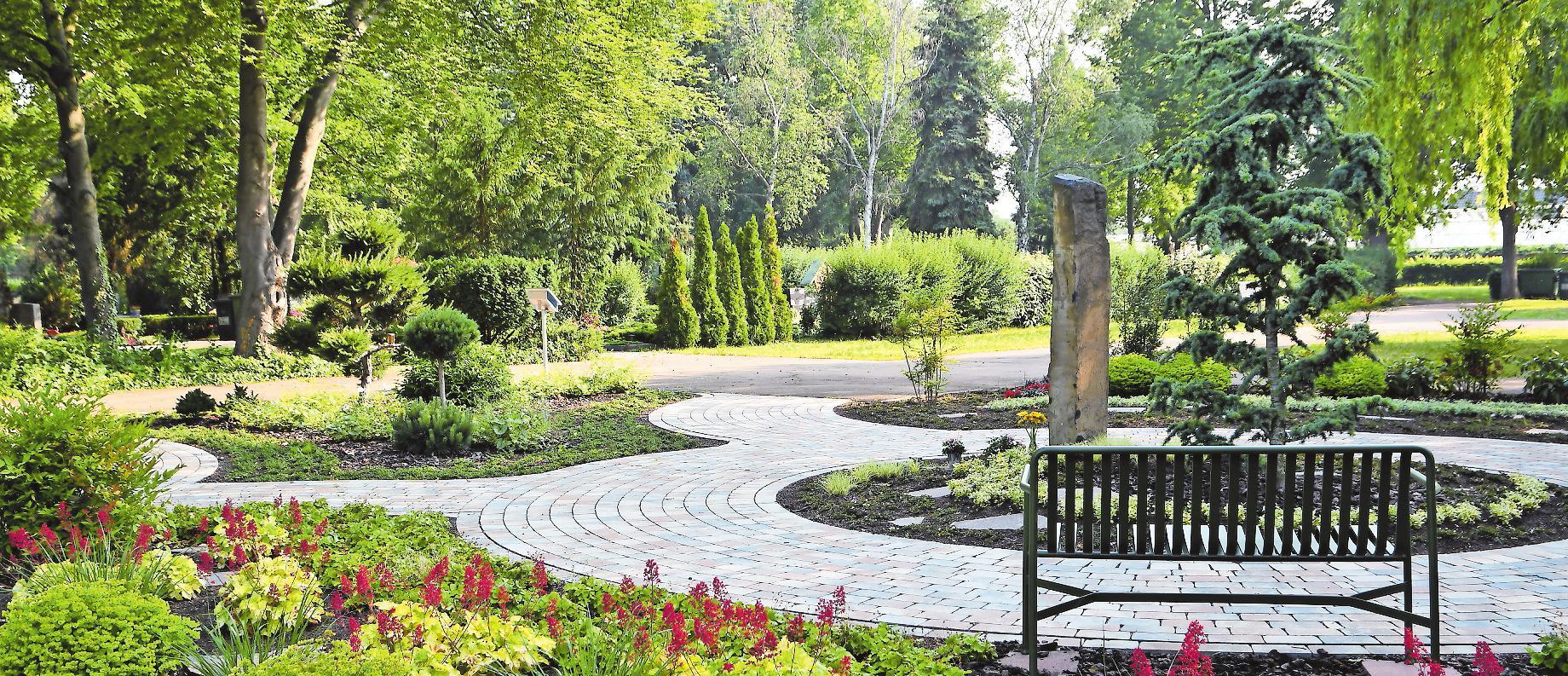 Die Memoriam-Gärten, hier der in Rheingönheim, sind parkähnlich gestaltete Grabfelder, die Ruhe und Harmonie ausstrahlen. FOTO: VEREIN/FREI