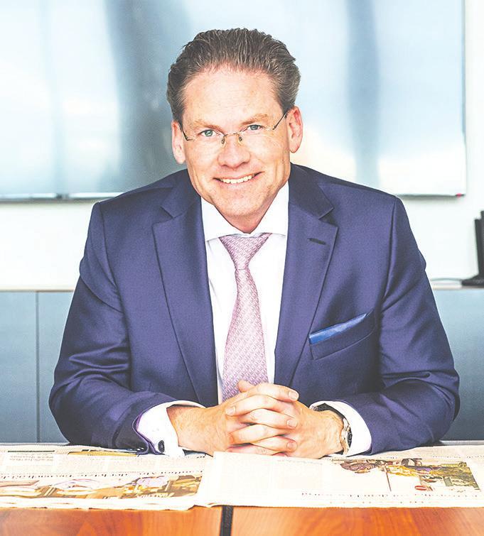 Dr. Armin Müller ist Leiter der UBS Niederlassung Hamburg. Das Besondere an der UBS ist, dass ihre Kunden mit der persönlichen Note einer Privatbank betreut werden, im Hintergrund jedoch auf die Expertise von mehr als 69.000 Mitarbeitern und 900 Analysten in 50 Ländern zurückgegriffen werden kann