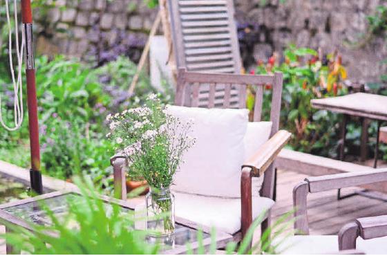 Um Garten und Terrasse im Sommer zu genießen, sollte jetzt mit den Planungen angefangen warden. Foto:Tanny Do/ Unsplash